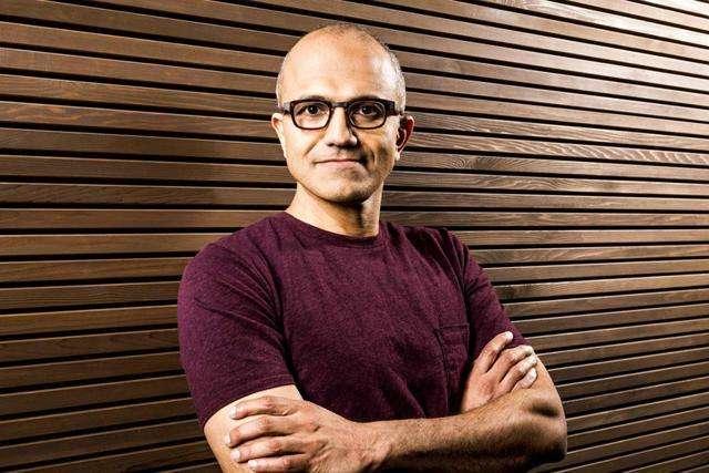 نادلا : مایکروسافت از بازار گوشی های هوشمند کنار نمی رود