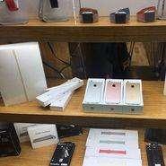 thumbnail 185 4 - قیمت آیفون SE در ابتدای ورود به بازار ایران