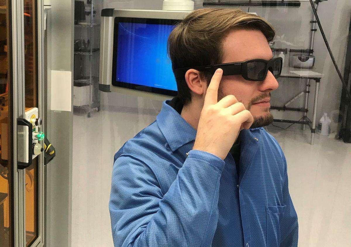 معرفی عینک هوشمند واقعیت افزوده با پشتیبانی از دستیار صوتی الکسا