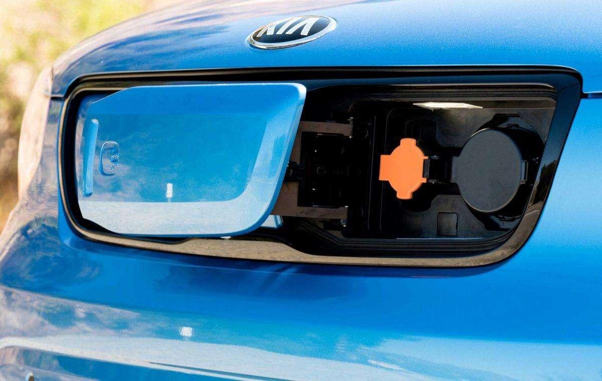 کانکتورهای SAE و CHAdeMO برای شارژ باتری خورو برقی شرکت «کیا» مدل Soul